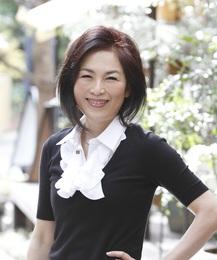 美しい日本女性を1人でも多く、をモットーに美に悩む女性の為の指導をし続けている。