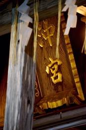 滝が流れる弁財天、花と緑あふれる沖の茶屋、パワースポット天燈山御嶽。。。沖宮はどなたでも気軽に立ち寄り元気になれる、そんな神社を目指しています。