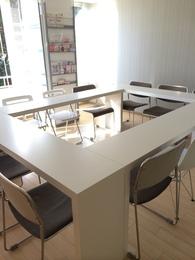 名古屋駅に近く、家具の配置で自分次第の使い方ができる、気持ちのいい シェアスペースです。