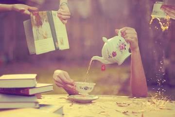111374_紅茶と本