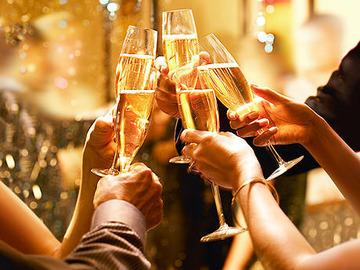 125124_シャンパン乾杯