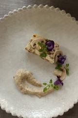 139804_ポルチーニ茸と鶏胸肉のテリーヌ、キノコのピューレ