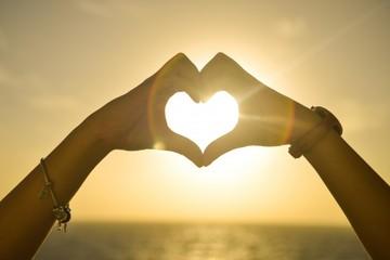 155344_sunset-hands-love-woman