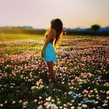 165009_alone-beautiful-blue-dress-brown-hair-favim_com-2951059