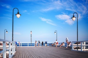 171750_people-on-the-pier-1-300x200