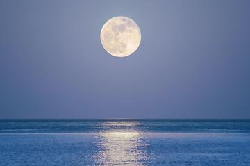 174001_海と満月