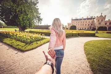 291402_young-couple-enjoys-walking-in-chateau-garden-followmeto-picjumbo-com