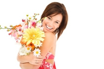 466808_istock_000007950515-happy-woman-hugging-flowers2