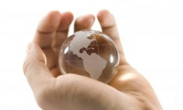64536_crystal-globe-in-hand_19-113055